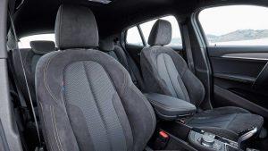 Фото интерьера спортивного кроссовера-купе БМВ Х2
