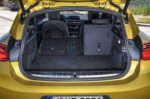 Фото интерьера спортивного купе-кроссовера BMW X2