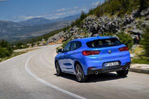 Фото синего кузова кроссовера BMW X2