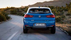 Фото кузова кроссовера BMW X2 синего цвета