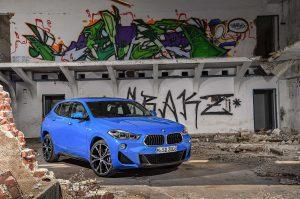 Фото синего кузова автомобиля BMW X2